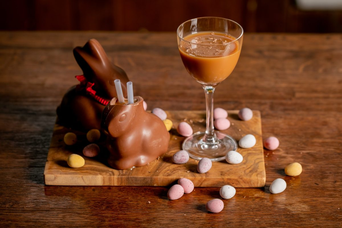 how-to-make-a-chocolate-rum-bunny-easter-cocktail